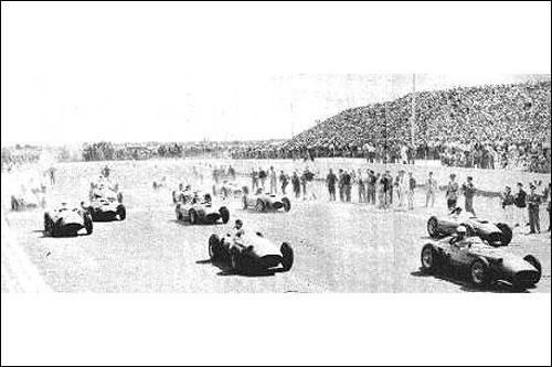 Старт Гран При Аргентины 1957 года. Обратите внимание на количество зрителей