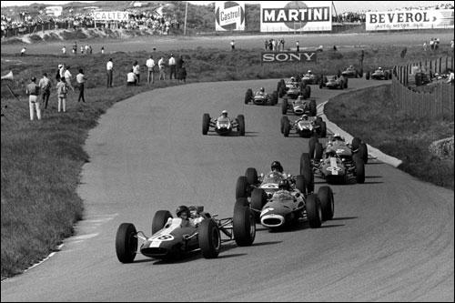 Джим Кларк лидирует на первом круге Гран При Голландии 1964 года