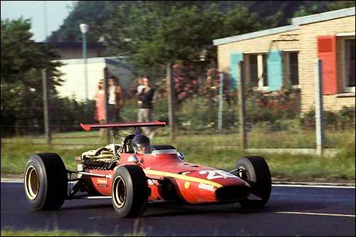 Победитель Гран При Франции 1968 года Жаки Икс