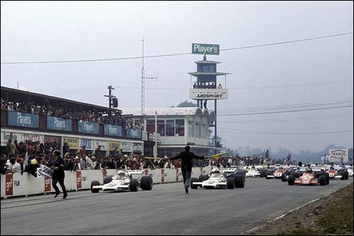 Стартовое поле Гран При Канады 1972 года. На первом ряду пара McLaren, правее - March Ронни Петерсона
