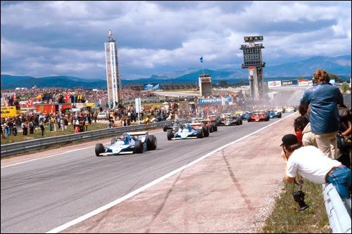 Пилоты Ligier Депайе и Лаффит лидируют на старте Гран При Испании 1979 года