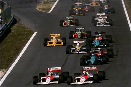 Ален Прост и Айртон Сенна лидируют на старте Гран При Португалии 1988 года