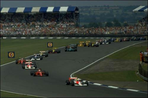 Айртон Сенна лидирует в дебюте Гран При Великобритании 1990 года