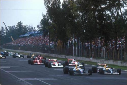 Найджел Мэнселл обгоняет своего напарника по Williams Риккардо Патрезе на старте Гран При Мексики 1991 года