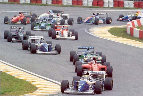 Айртон Сенна лидирует на старте Гран При Бразилии 1994 года