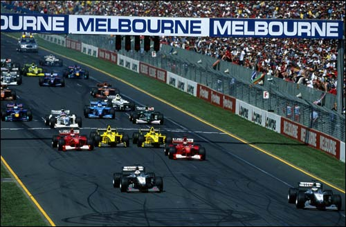 Мика Хаккинен и Дэвид Култхард лидируют на старте Гран При Австралии 2000 года