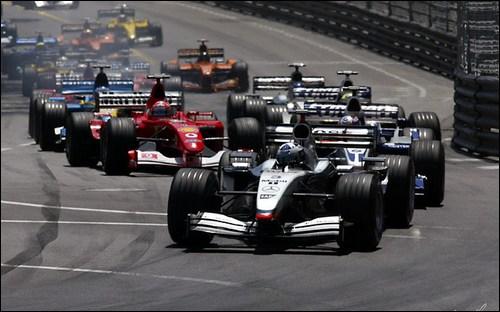 Дэвид Култхард лидирует на старте Гран При Монако 2002 года