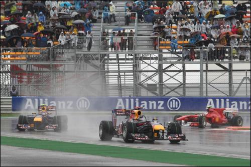 Себастьян Феттель лидирует в дебюте Гран При Кореи 2010 года, опережая Марка Уэббера и Фернандо Алонсо