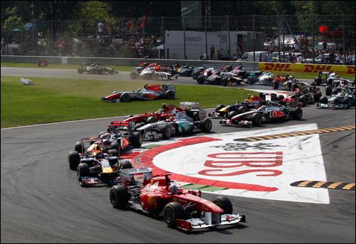 Старт Гран При Италии 2011 года: Алонсо лидирует, Лиуцци вот-вот устроит аварию