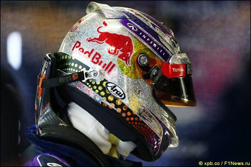 В Гран При Сингапура Себастьян Феттель использует новый дизайн шлема