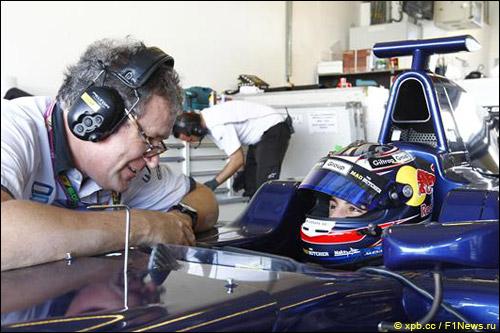 Митч Эванс на тестах GP3 в Абу-Даби
