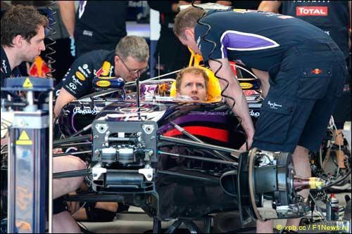 В Red Bull Racing работают с машиной Феттеля