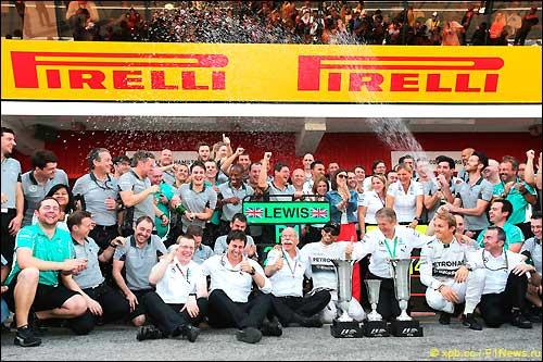 Mercedes празднует победный дубль в Гран При Испании 2014