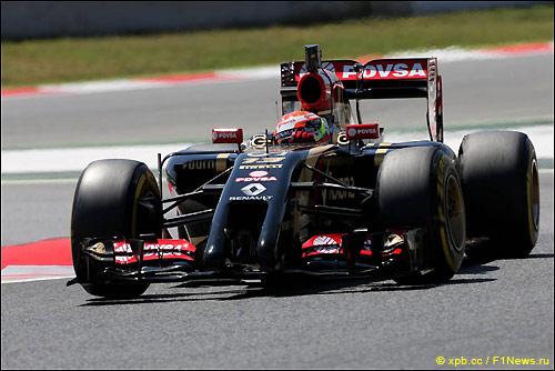 Пастор Мальдонадо за рулём Lotus E22 на тестах в Барселоне