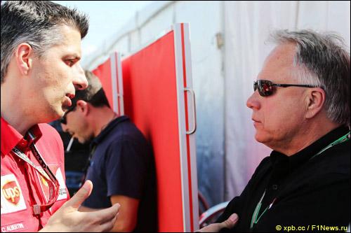 Джин Хаас (справа) и Клаудио Альбертини, руководитель отдела по работе с клиентами, использущими силовые установки Ferrari