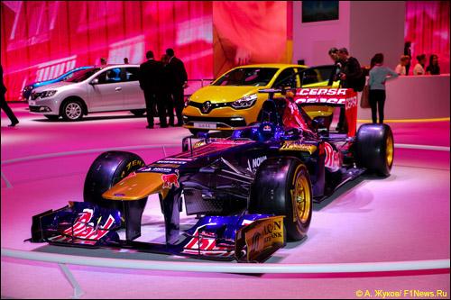 Toro Rosso STR8 на Московском автосалоне