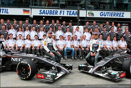 Групповая фотография Sauber F1 Team в Мельбурне