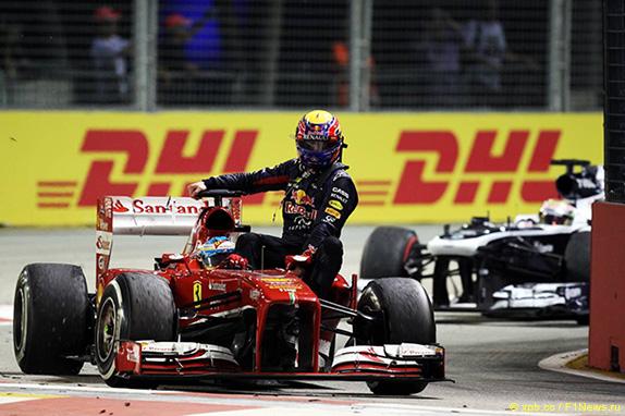 Фернандо Алонсо подвозит Марка Уэббера на Гран При Сингапура, 2013 год