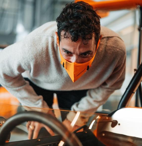 Даниэль Риккардо на базе McLaren в Уокинге