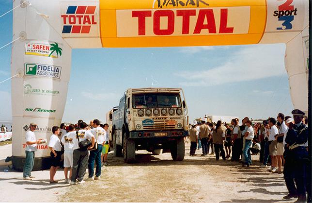 Один из самых успешных грузовиков команды, КАМАЗ-49252 с ярославским двигателем, на финише ралли-рейда Дакар-1996