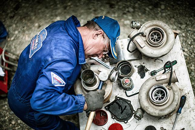 Обслуживание турбин КАМАЗов на бивуаке Дакара-2018