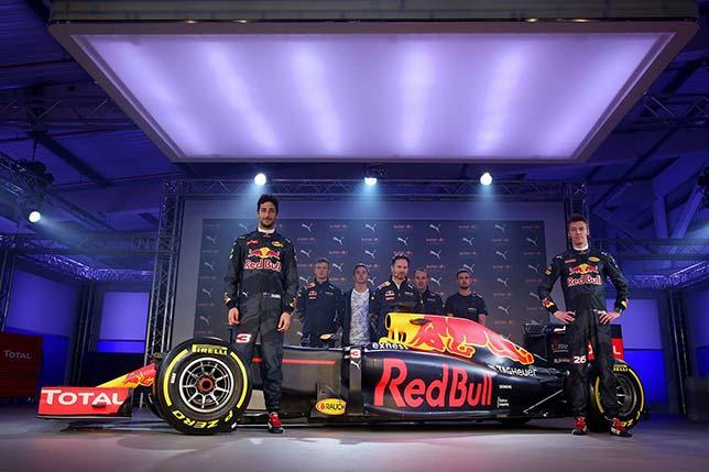 Гонщики Red Bull Racing на лондонской презентации новой раскраски машины