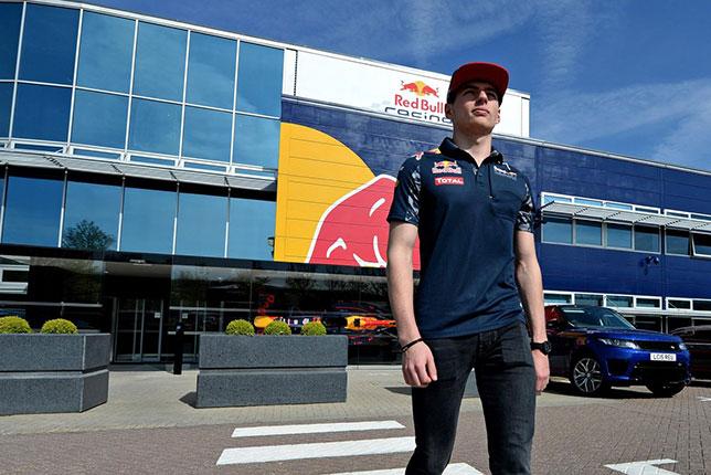 Макс Ферстаппен на базе Red Bull Racing в Милтон-Кинсе