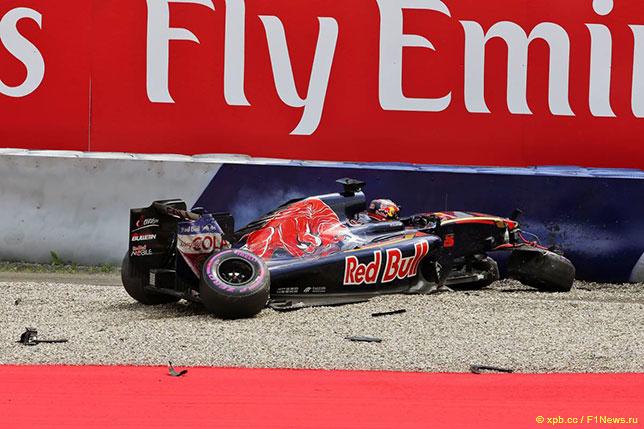 Машина Даниила Квята после аварии