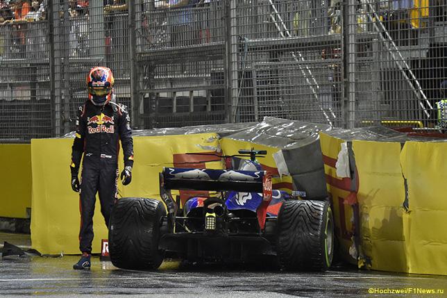 Даниил Квят после аварии на трассе Гран При Сингапура