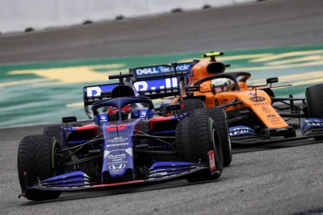 Даниил Квят ведёт бороьбу на трассе Гран При Германии, 2019 год