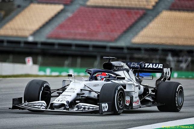 Дании Квят за рулём AT01 на тестах в Барселоне