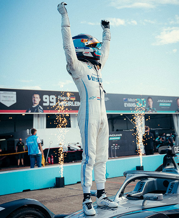 Формула E: Нато выиграл гонку, де Вриз – титул
