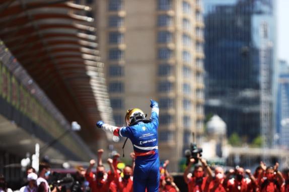 Роберт Шварцман и команда Prema празднуют победу в Баку, фото пресс-службы Ф2
