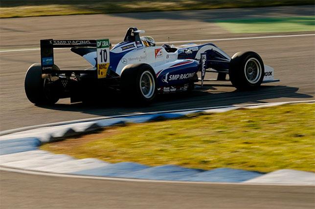 Ф3: Роберт Шварцман выиграл финальную гонку сезона