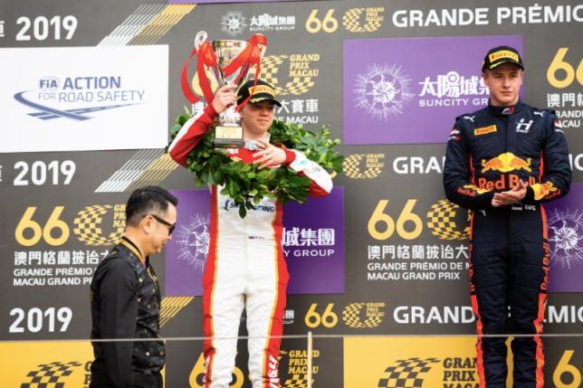 141117 - Ф3: Субботнюю гонку выиграл Випс, Шварцман – второй