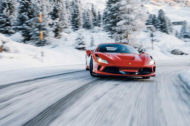 Роберт Шварцман за рулём Ferrari F8 Tributo
