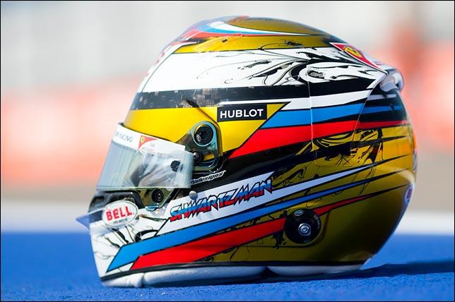 Специальная раскраска шлема у Шварцмана на этапе в Сочи