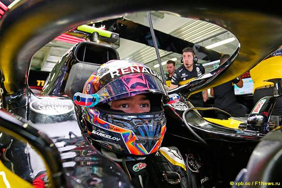 Артём Маркелов в машине Renault на Гран При России 2018 года