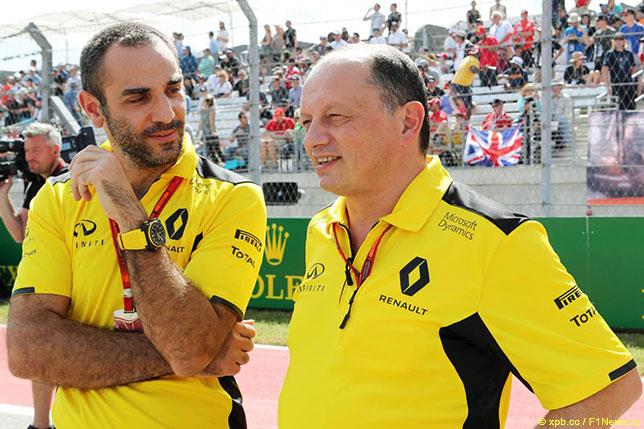 Сирил Абитебул (слева) и Фредерик Вассёр, руководитель команды Renault F1