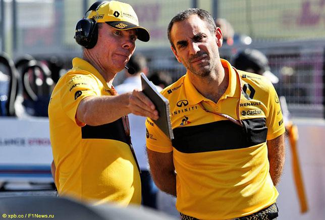 Сирил Абитебул (справа) и Алан Пермейн, спортивный директор Renault