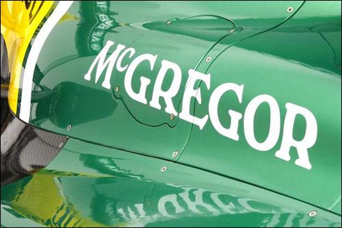 Логотип McGregor на машине Caterham CT03
