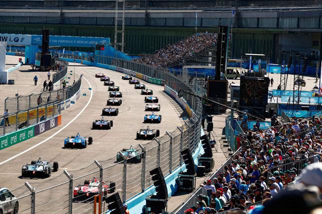 Старт гонки Формулы E в Берлине
