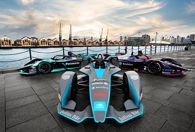 Машины Формулы E на набережной Темзы в Лондоне