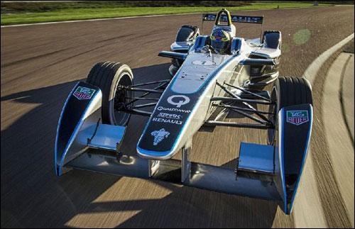 Лукас ди Грасси за рулем Формулы E