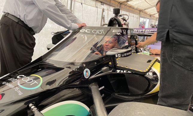 Александер Элбон в кокпите машины команды Dale Coyne Racing, фото пресс-службы IndyCar