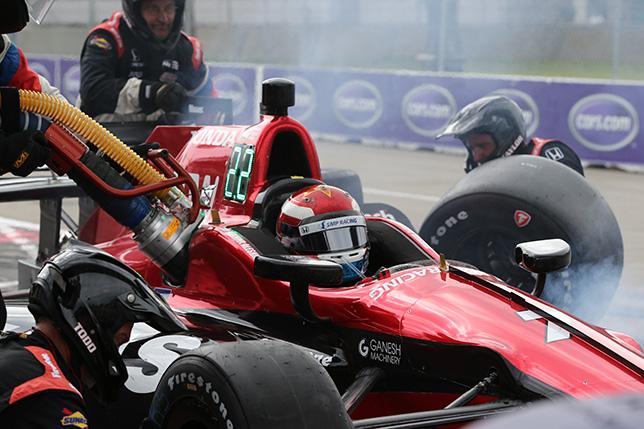Машина Михаила Алёшина на пит-стопе в субботней гонки Гран При Детройта