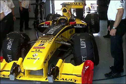 Михаил Алешин за рулем Renault R29