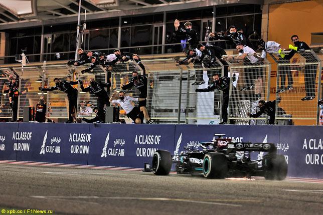 Финиш Льюиса Хэмилтона на Гран При Бахрейна