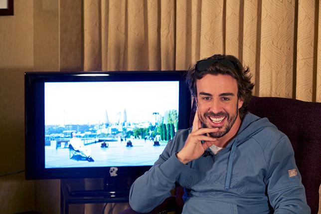 Фернандо Алонсо отвечает на вопросы болельщиков в Баку