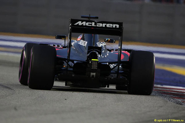 Фернандо Алонсо за рулём McLaren-Honda